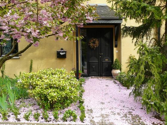 house-entrance-255132_1280 (2)