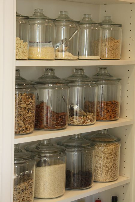 12-Easy-Kitchen-Organization-Tips-Glass-jars-with-scoops-4